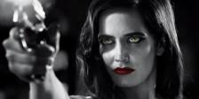 """A curvatura do seio de Eva Green num dos posters promocionais de """"Sin City: Mulher Fatal"""" foram os motivos da censura aplicada pela MPAA."""