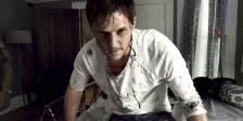 Os demónios continuam a consumir as personagens de cinema em A Maldição de Michael King .