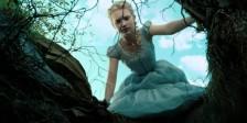 As primeiras imagens de Alice, do outro lado do espelho mostram uma Alice em queda livre