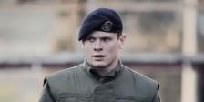 Jack O'Connell protagoniza o drama bélico 71, ambientado às perigosas ruas de Belfast depois de um motim.