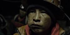 Viejo Calavera, a primeira longa-metragem de Kiro Russo, é uma soberba obra de neorrealismo contemporâneo, onde a vida de mineiros é tornado em mito.