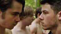 Nick Jonas e Ben Schnetzer são um par de irmãos que enfrenta o inferno das praxes das universidades americanas em Goat de Andrew Neel.