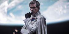Fruto de reshoots ou opções criativas, a verdade é que Rogue One encerra no seu material promocional muitas imagens que não chegaram ao produto final.