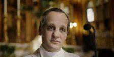 Francisco - O Papa do Povo recorda-nos por que razão o Papa é adorado um pouco por todo o mundo.