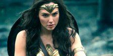 Antes de ser a Mulher-Maravilha, era Diana, a princesa das Amazonas, treinada para ser uma guerreira invencível. Ela descobrirá agora o mundo do homem.
