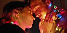 Música a Música é a última experiência cinematográfica de Terrence Malick, onde relações amorosas proporcionam uma odisseia de emoções transcendentes.