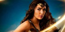 A banda sonora de Wonder Woman conta com uma canção interpretada pela cantora Sia em parceria com Labirinth.