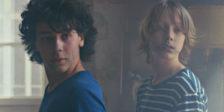 Em Micróbio e Gasolina, Michel Gondry propõe retratar a amizade entre dois rapazes adolescentes  numa fase turbulenta das suas vidas.