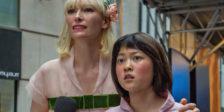 Okja é um filme onde elementos visuais como os figurinos se impõem aos próprios atores como forças principais da experiência cinematográfica.