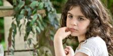 A pequena Sofia não consegue resistir à tentação de fazer diabruras com o seu primo Paul. Estes são os desastres de sofia.