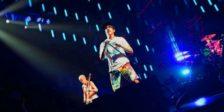 O primeiro dia de Super Bock Super Rock ficou marcado por hora e meia de êxitos e umas quantas viagens ao passado. Os Red Hot Chili Peppers foram triunfantes.