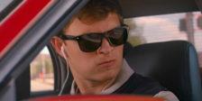 Óculos escuros, iPods e velocidade. Por outras palavras, um universo cool, boa música e brutais sequências de ação. Assim é Baby Driver.