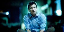 O novo drama Netflix, com uma premissa que soa bastante familiar, é o espaço certo para Jason Bateman brilhar. Ozark tem falhas, mas também tem potencial.