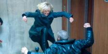 """Para interpretar uma espiã fatal em plena Guerra Fria em Atomic Blonde - Agente Especial, Charlize Theron teve de """"sofrer""""... e não foi pouco!"""