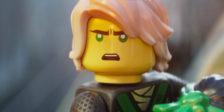 Em Lego Ninjago, a batalha pela sua cidade pede a ação de Lloyd, o Ninja Verde, e dos seus amigos, secretamente guerreiros ninjas.