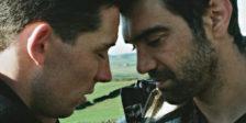 """""""God's Own Country"""", o filme que abriu o Queer Lisboa 21, é um comovente retrato do amor que floresce entre dois homens em Yorkshire."""