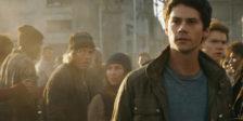 """Em """"Maze Runner: A Cura Mortal"""", Thomas lidera seu grupo de Clareirenses na sua última e mais perigosa missão - um novo labirinto."""