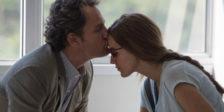 """""""Só te vejo a ti"""" foca-se numa mulher cega e na relação com o seu marido. Depois de recuperar a visão, a sua vida muda."""