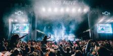 OsAt The Drive-Inanunciaram, no seu twitter, a sua presença na edição deste ano do NOS Alive, tendo, também, confirmado outros nomes.