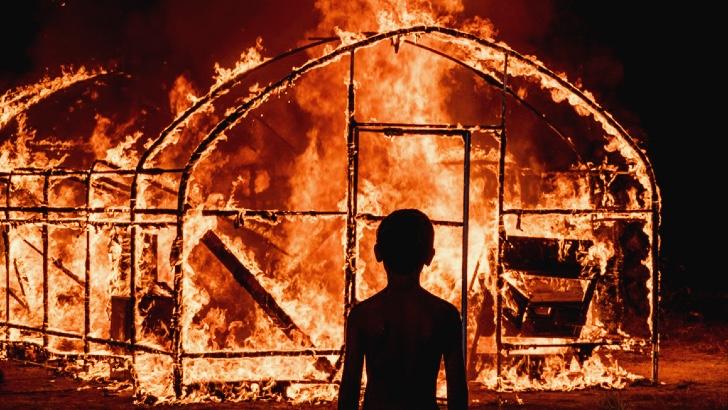 em chamas burning indielisboa critica
