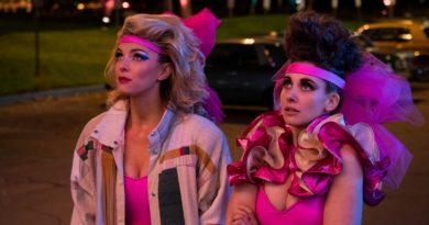 Glow em Las Vegas no trailer da terceira temporada