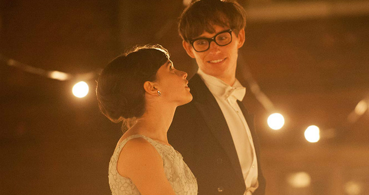 Eddie Redmayne e Felicity Jones | © Focus Features