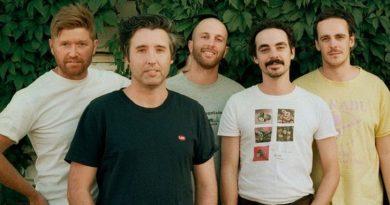 """Rolling Blackouts Coastal Fever anunciam álbum novo com """"She's There"""""""